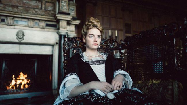 Abigail (Emma Stone) in una scena di The Favourite
