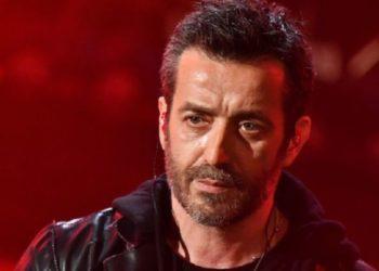 Daniele Silvestri canta Argento Vivo al festival di Sanremo 2019.
