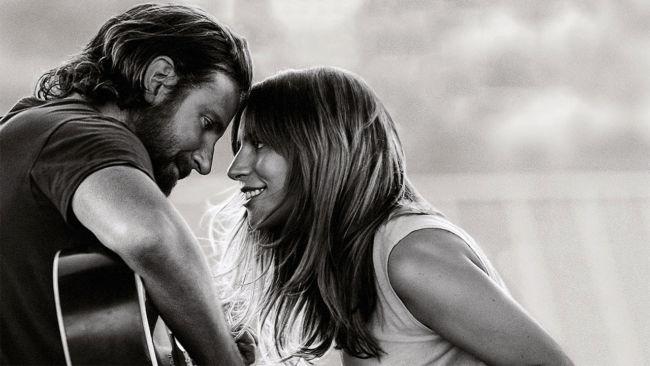 Lady Gaga e Bradley Cooper nel film A star is born