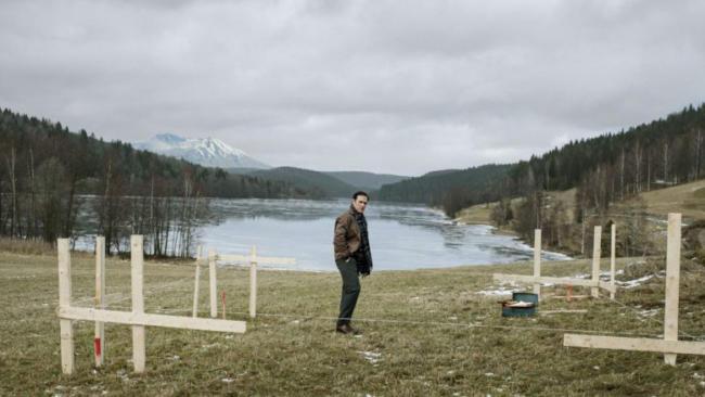 Matti Dillon (Jack) cerca di costruire la sua casa