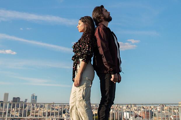 Juanes e Alessia Cara in Querer Mejor