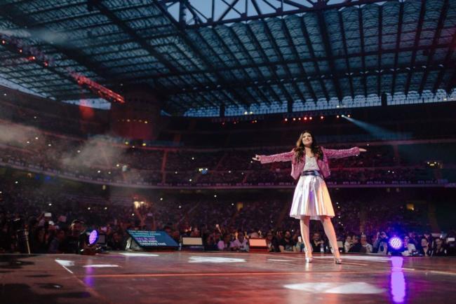 Laura Pausini la prima donna a salire sul palco di San Siro
