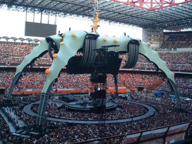 Il palco ragno degli U2 a San Siro