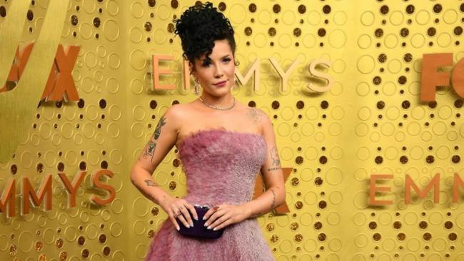 Halsey si esibisce agli Emmy 2019
