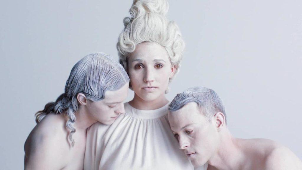 Gli Shaed nel video musicale di Trampoline