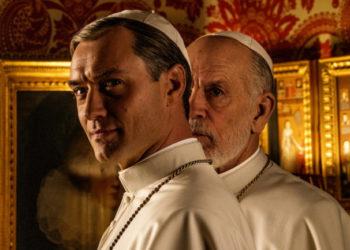 Jude Law e John Malkovich in The New Pope
