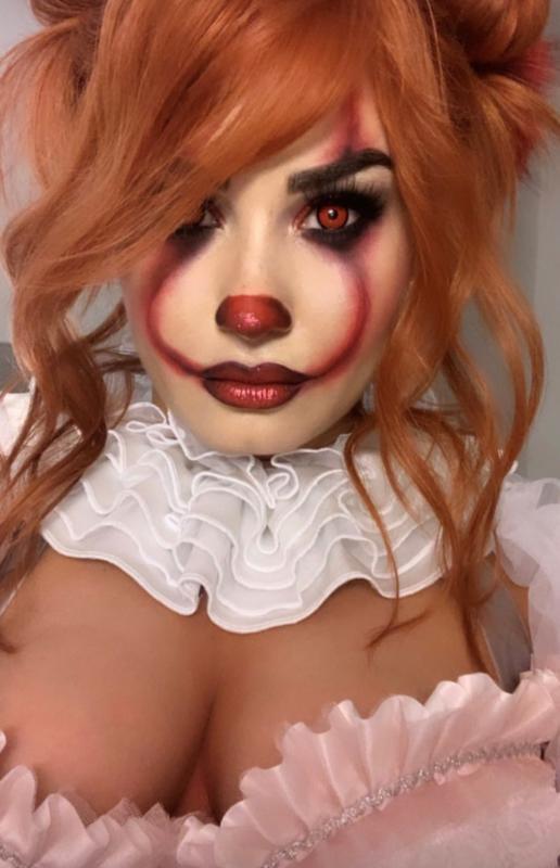Demi Lovato travestita da Lady Pennywise