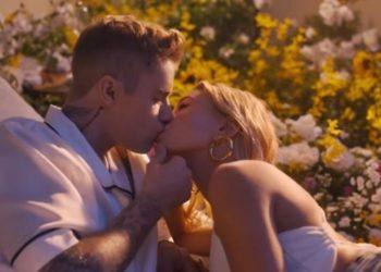 Justin Bieber e la moglie Hailey Baldwin nel video di 10000 hours