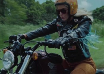 Katy Perry nel video di Harleys in Hawaii