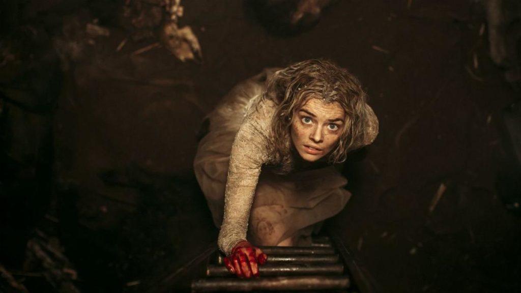 Samara Weaving in una scena di Finché morte non ci separi