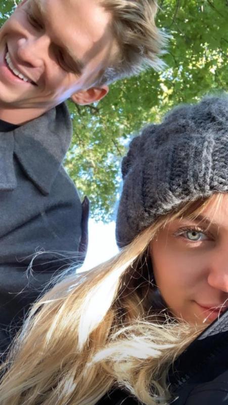 Cody Simpson insieme a Miley Cyrus dopo l'operazione