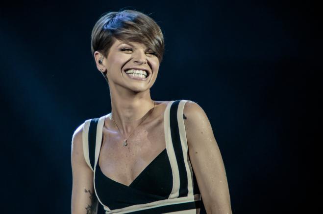 Alessandra Amoroso rilascia una nuova versione di Immobile
