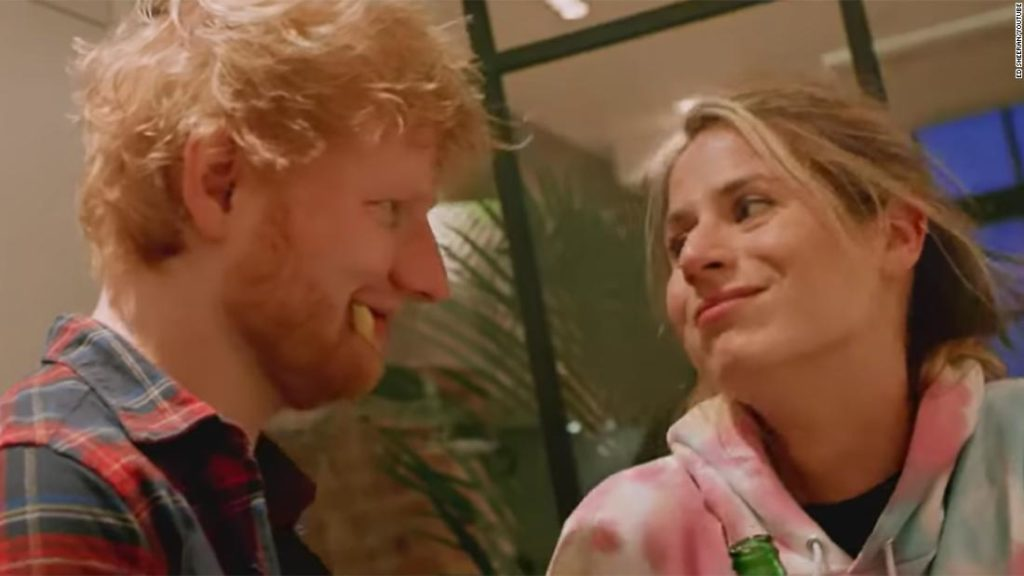 Ed Sheeran e sua moglie Cherry nel video di Put It All On Me