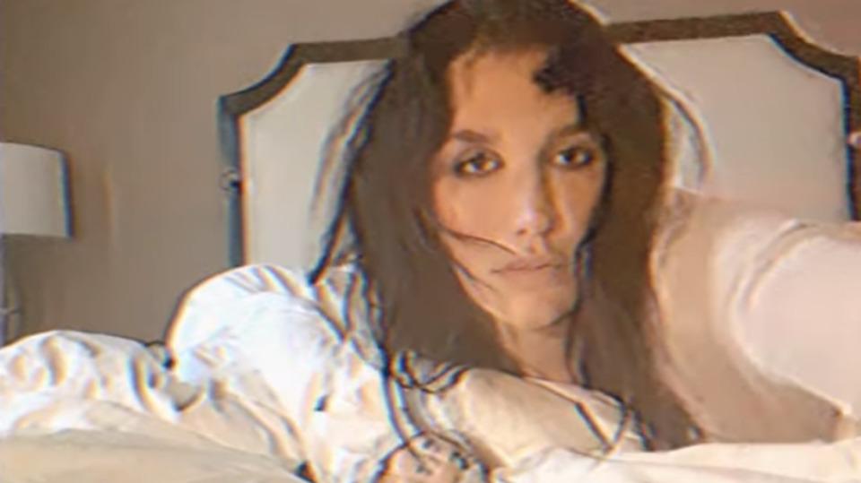 Kesha nel video di Resentment