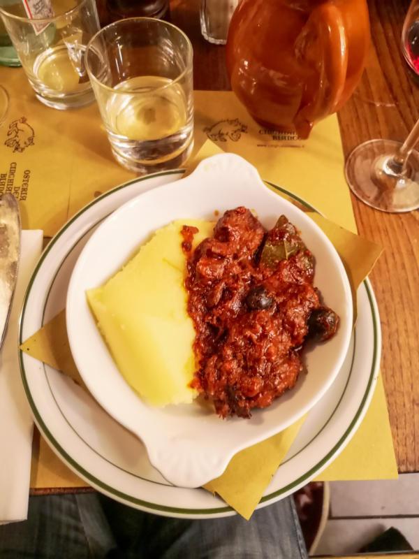 cinghiale con polenta - osteria del cinghiale bianco Firenze