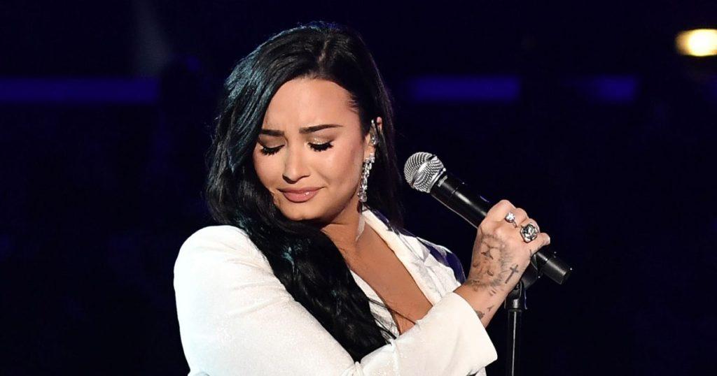 Demi Lovato nuovo singolo Anyone debuttato ai Grammy