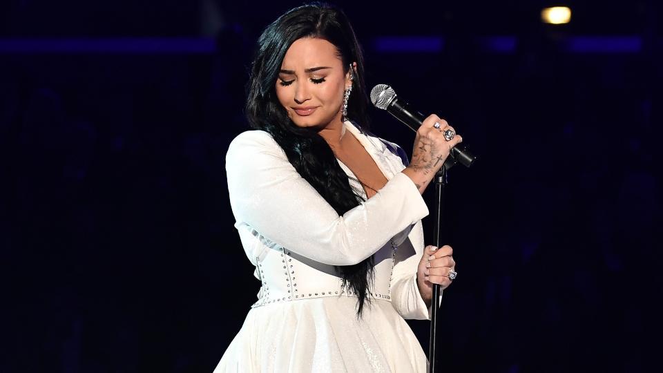 Demi Lovatosi esibisce ai Grammy 2020