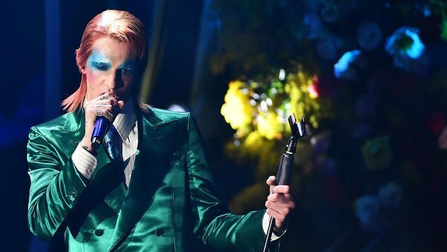 Achille Lauro nelle vesti di Ziggy Stardust a Sanremo 2020