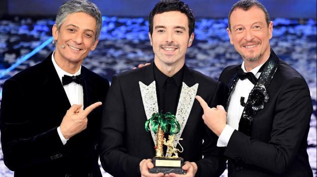Diodato vincitore di Sanremo 2020 insieme a Fiorello e Amadeus