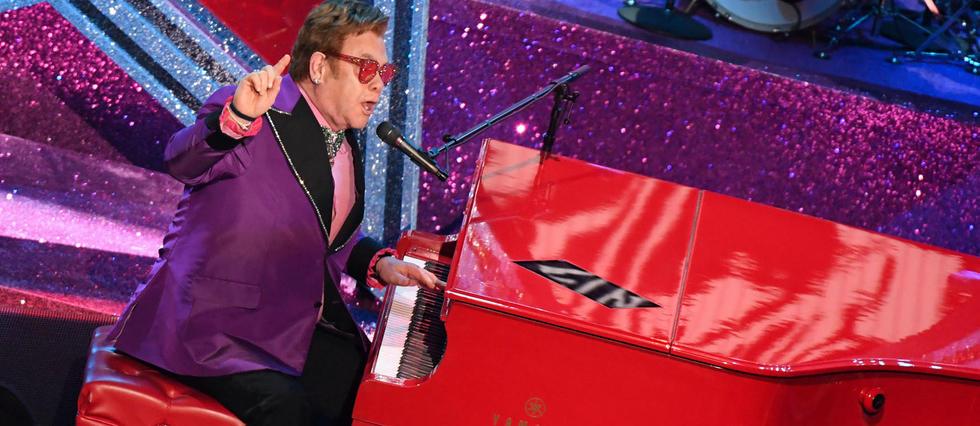 Elton John si esibisce agli Oscar 2020
