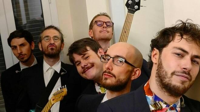Pinguini Tattici Nucleari riferimenti in Ringo Starr