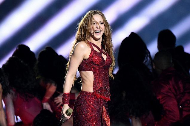 Shakira durante la sua esibizione al Super Bowl