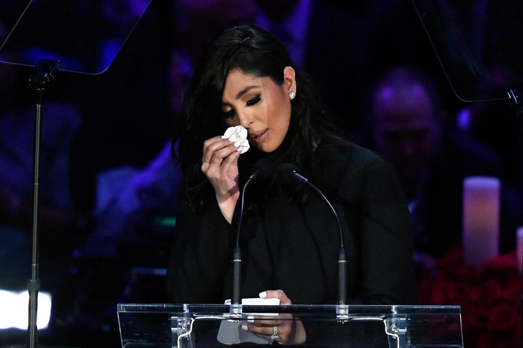 Vanessa Bryant in lacrime al tributo di Kobe e Gianna Bryant