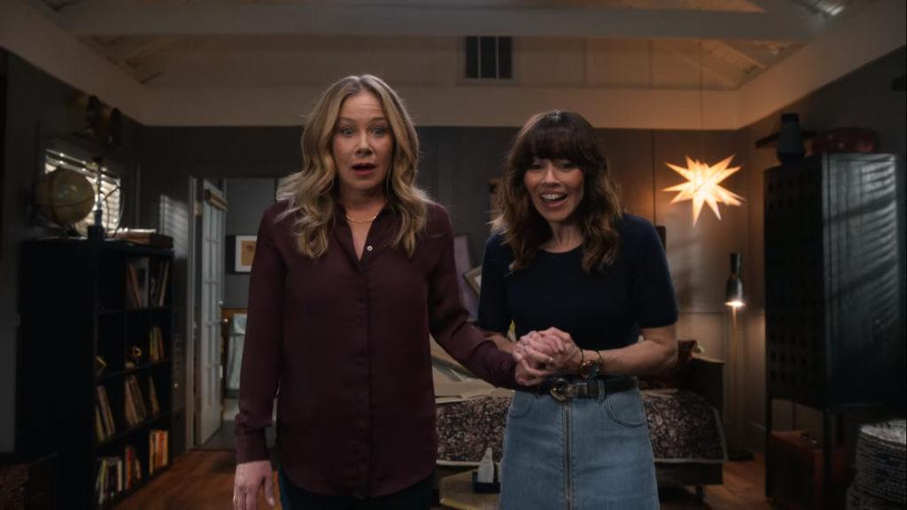 Christina Applegate e Linda Cardellini in Amiche per la Morte