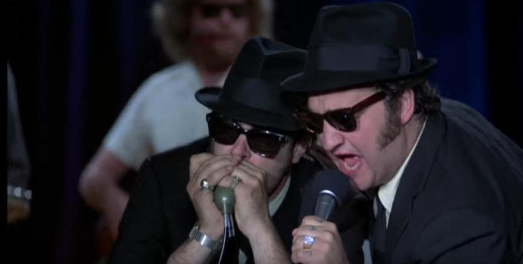 Dan Aykroyd e John Belushi in una scena dei Blues Brothers