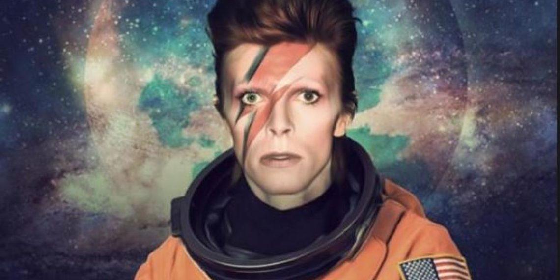 """David Bowie nella foto per """"Space Oddity"""""""