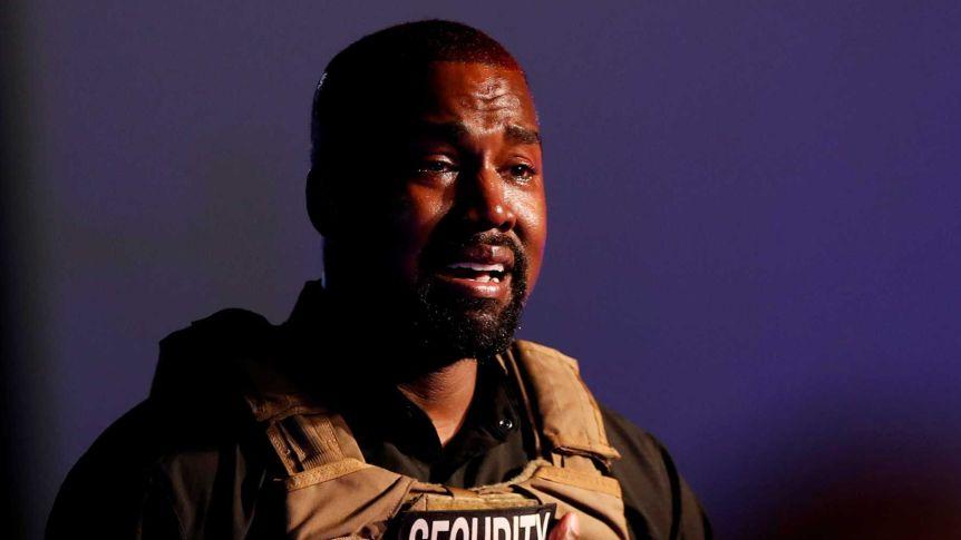 Kanye West in lacrime nel primo comizio presidenziale