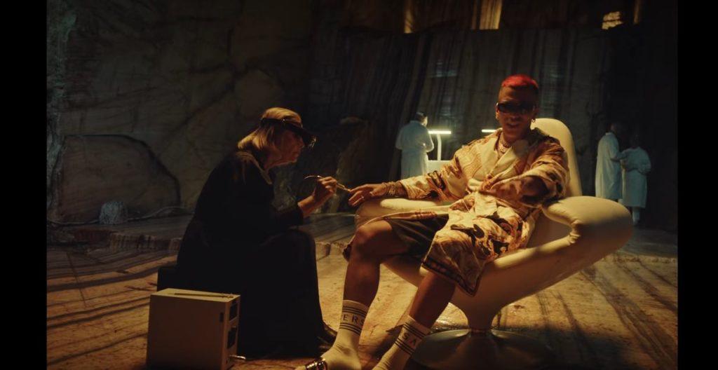 Sfera Ebbasta nel video di Dorado