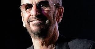 Ringo starr in posa per i fotografi