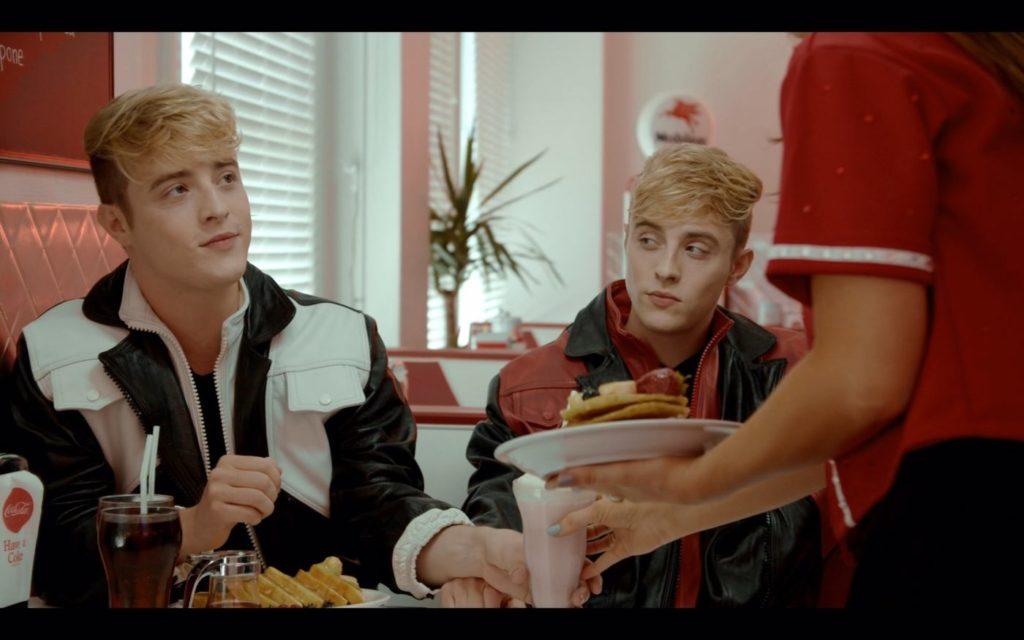Jedward nel video di Taste the heal