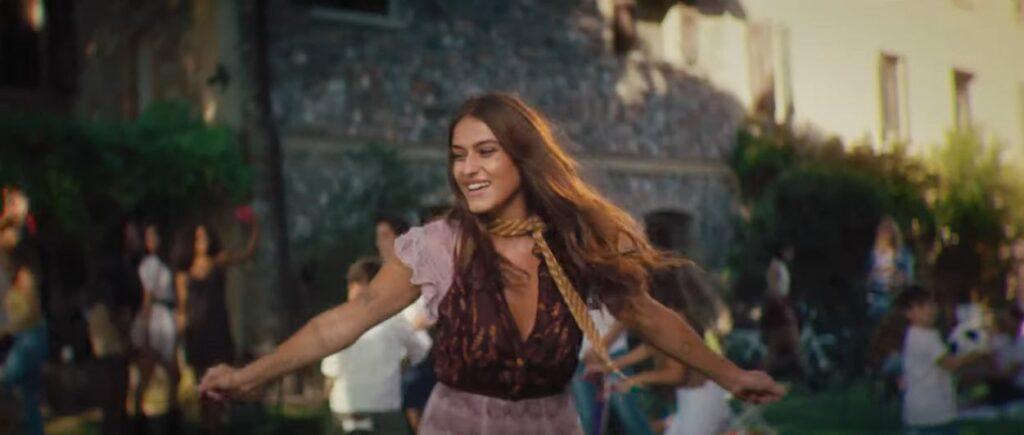 Gaia Gozzi nel video di Nuove Strade