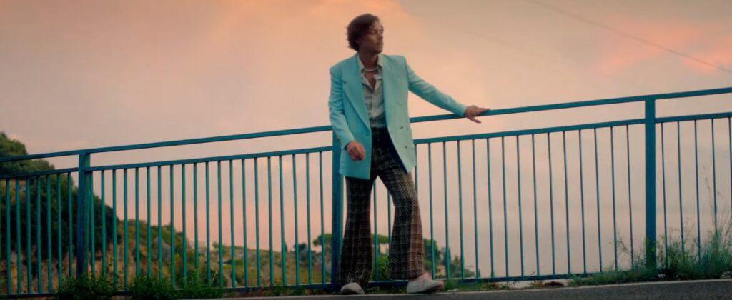 Harry Styles nel video di Golden