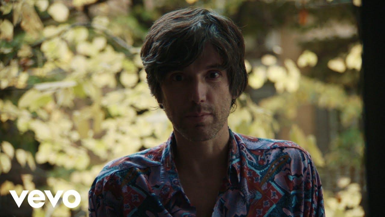 La follia dell'amore e dell'arte in Quando Impazzirò di Bugo: guarda il video ufficiale
