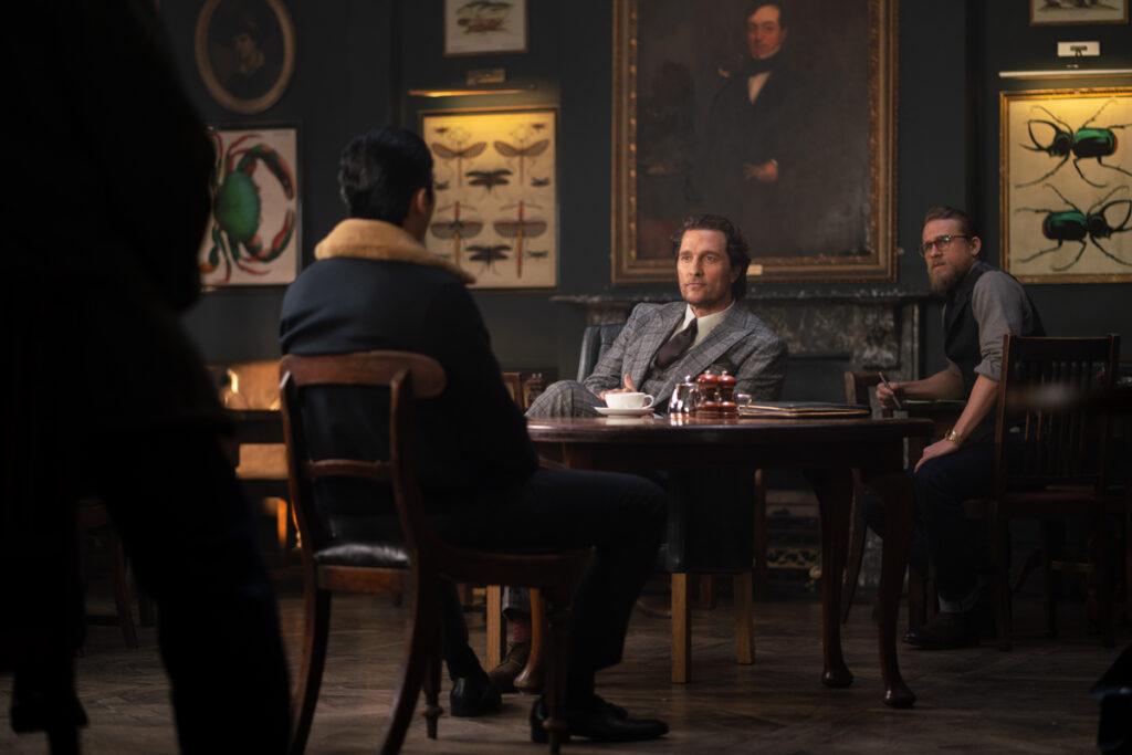 Matthew McConaughey, Charlie Hunnam, Jason Wong ed Henry Golding in The Gentlemen