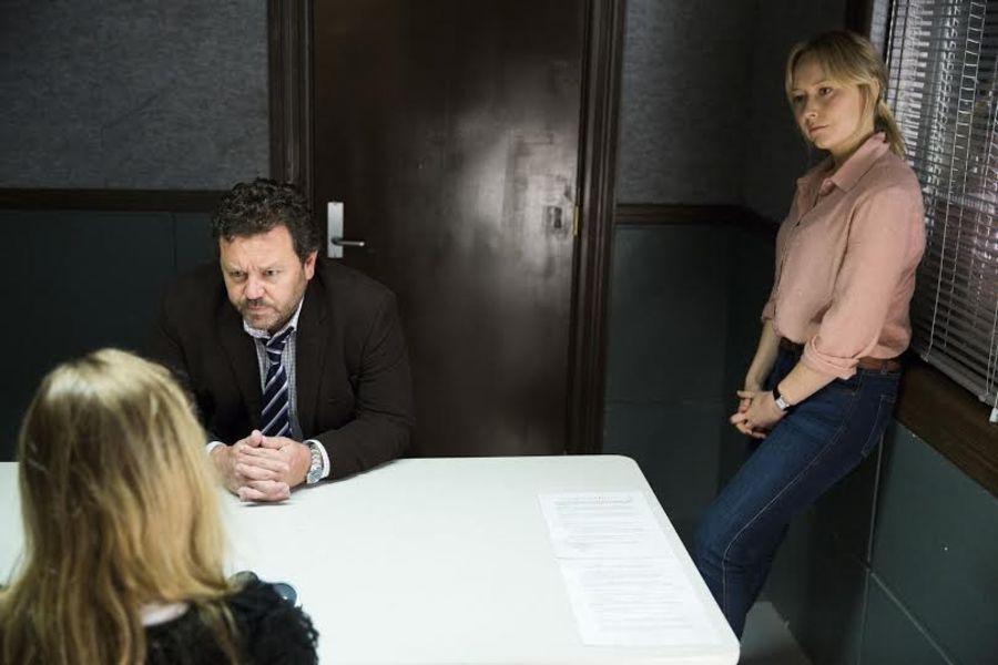 Mike Sheperd e Kristin Sims in I misteri di Brokenwood