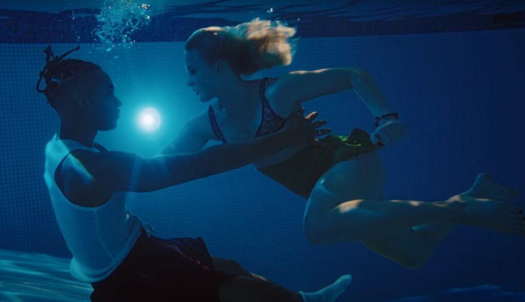 Zara Larsson e Young Thug nel video di Talk About Love