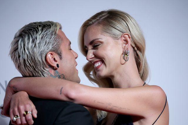 Chiara abbraccia il marito Fedez