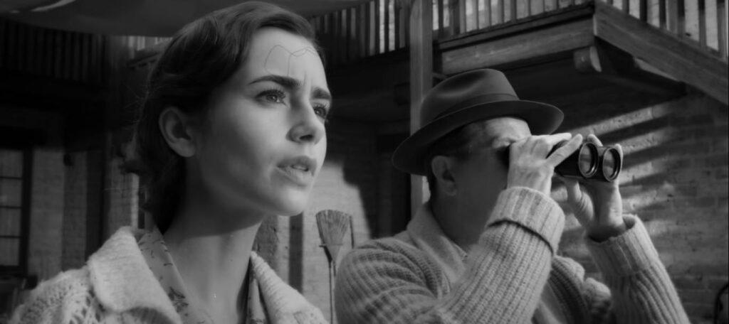 Lily Collins e Gary Oldman in una scena di Mank