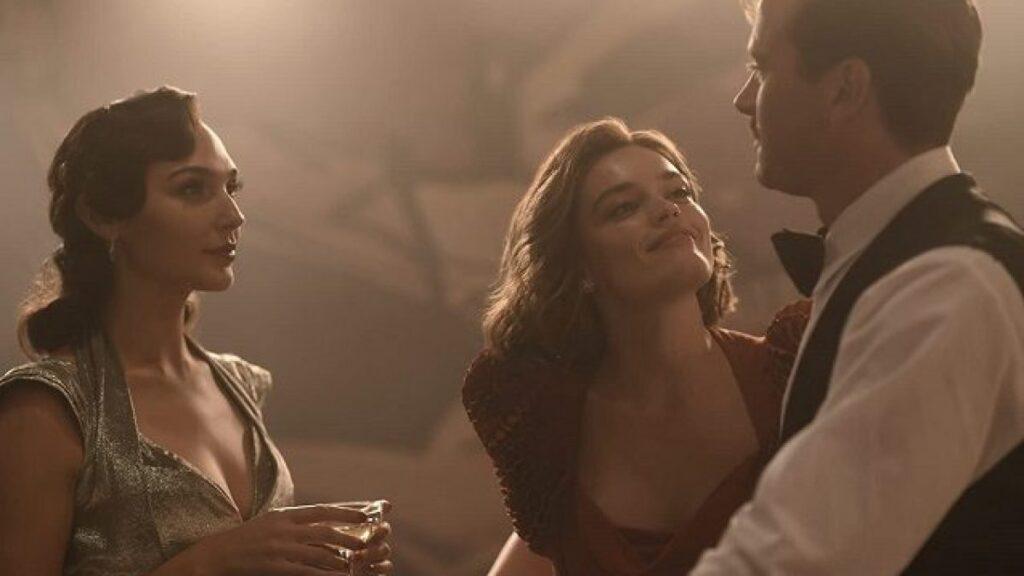 Armie Hammer con Gal Gadot e Emma Mackey, al suo primo ruolo cinematografico importante