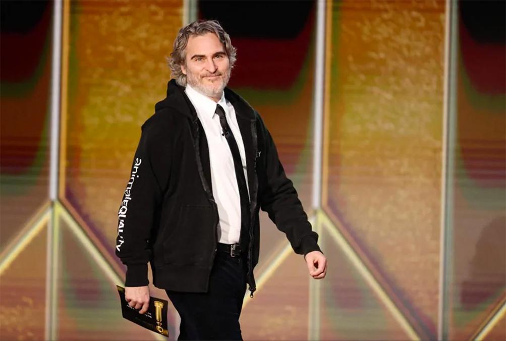 Joaquin Phoenix ai Golden Globe 2021 per presentare le nomination come Miglior Attrice in un Film Drammatico