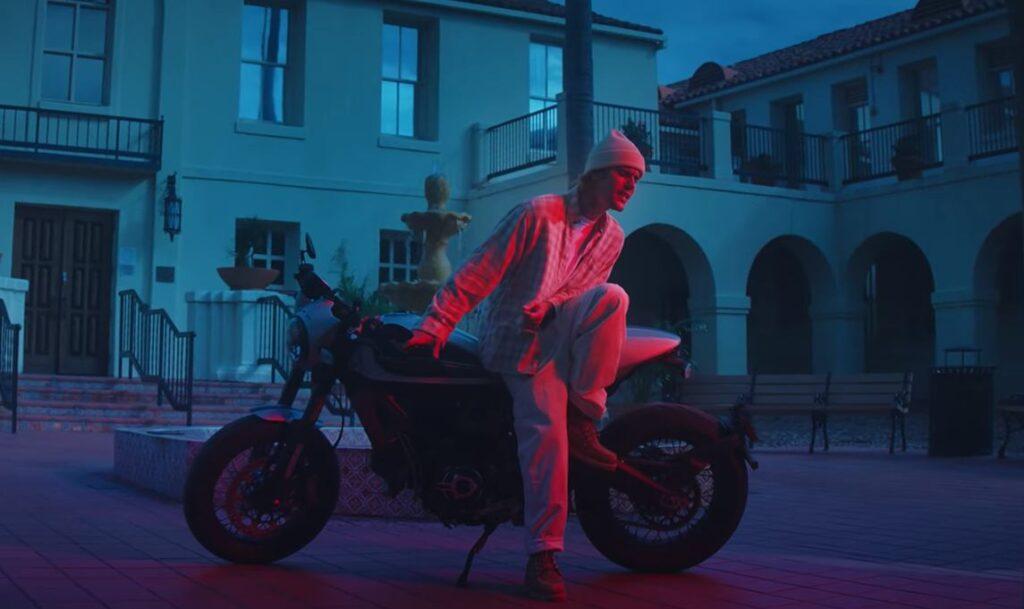 Justin Bieber moto video Hold On