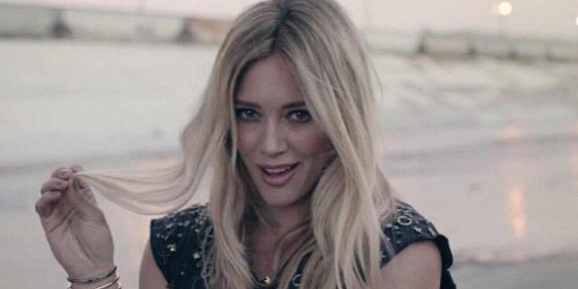 Hilary Duff nel video di All About You