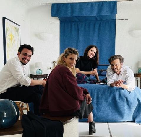 Il cast della serie A casa tutti bene