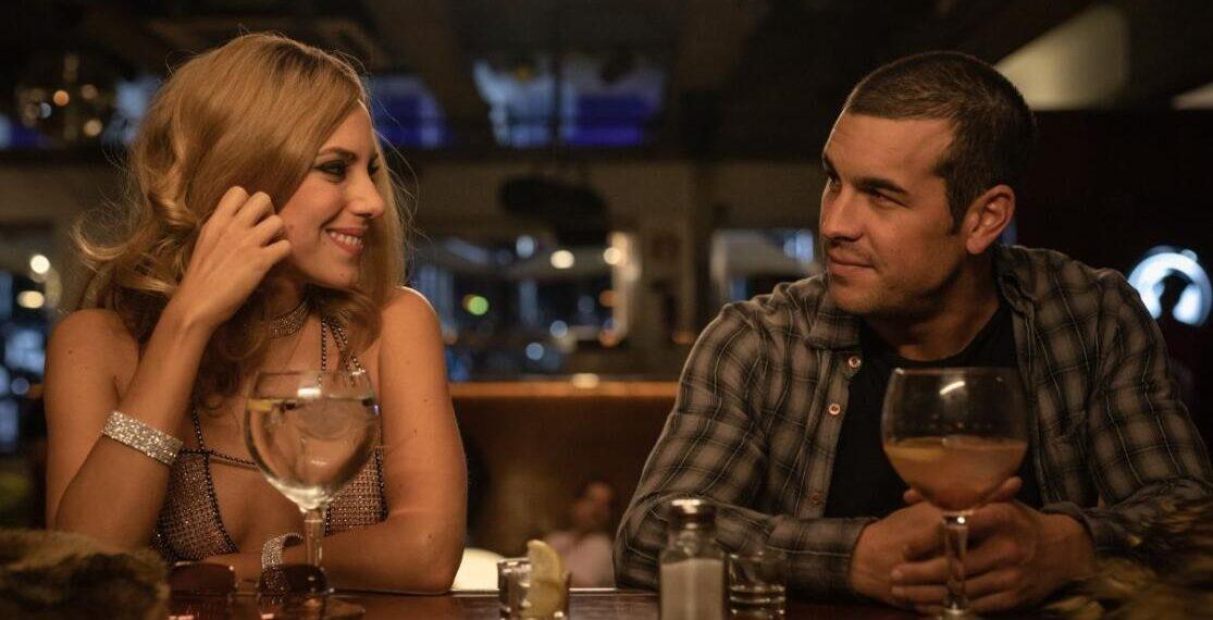 Mario Casas e Aura Garrido in Suburbia Killer Serie TV