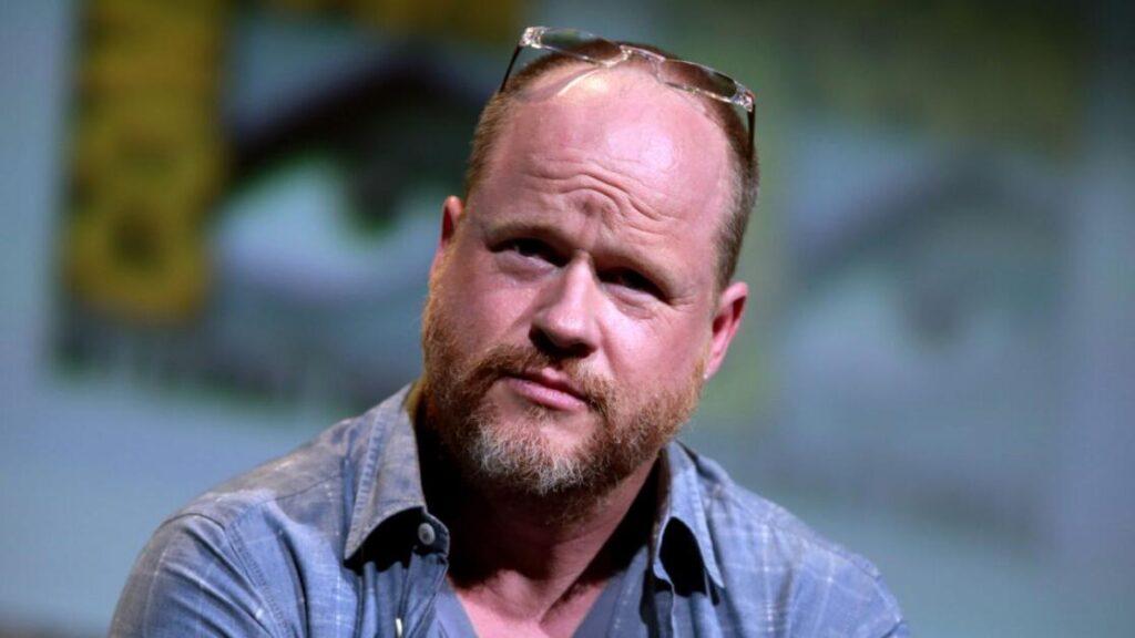 Joss Whedon durante un Comic Con
