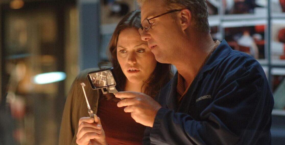 William Petersen e Jorja Fox in CSI: VEGAS